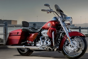 2013 CVO® Road King® FLHRSE